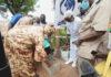 Pose du premier pavé plastique par Mme Mbaranga Gasarabwe